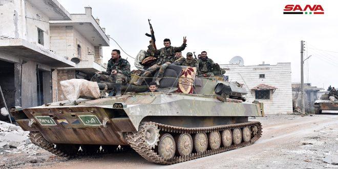 Cámara de SANA recorre los pueblos liberados de Talmanas, Deir Gharbi y Deir Sharki en el sur de Idleb