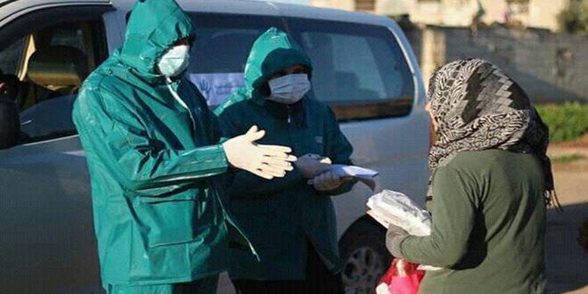 Campañas de voluntarismo para llevar el pan a las casas mientras continúan la esterilización para hacer frente al COVID-19