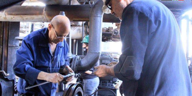 Presidente Al-Assad prima a los ingenieros y técnicos que restauraron la refinería de Baniyas
