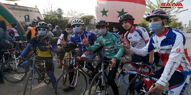 Carril de bicicletas para personas minusválidas con motivo de su día internacional