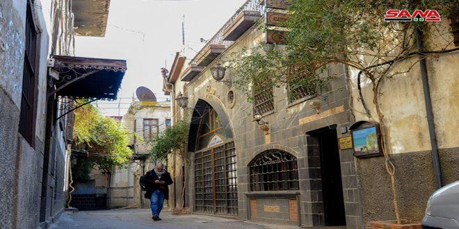 Recorrido por callejones de Bab Touma, uno de los barrios de Damasco, la capital habitada más antigua en el mundo