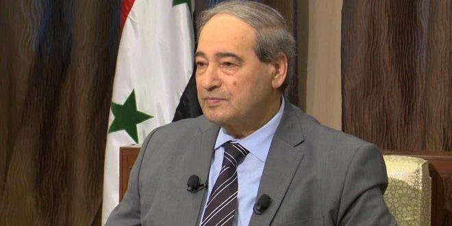 Mekdad: Francia lidera el grupo de países hostiles a Siria y las crecientes presiones de EEUU están vinculadas a próximas elecciones