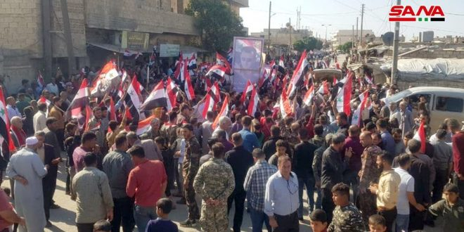 Concentración multitudinaria en el municipio de Tel-Rifat, Alepo, en rechazo a la ocupación turca