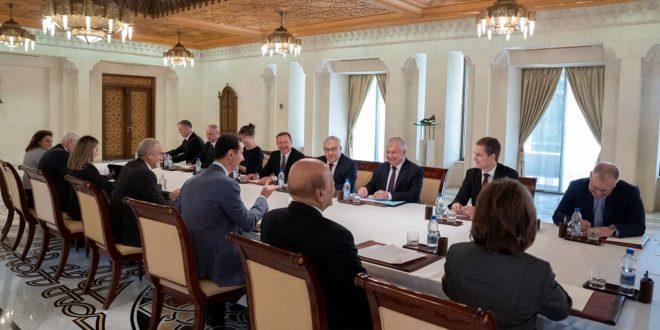 Presidente al-Assad examina con delegación rusa de alto nivel las áreas de cooperación bilateral