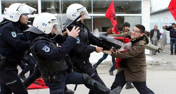 В Турции полицейские убили человека, пытавшегося ворваться в здание управления безопасности