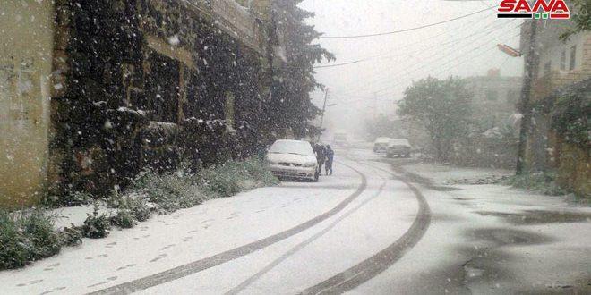 Снег в поселке Канават провинции Сувейда