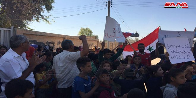 На митинге в селении Куббат Заки провинции Хасаке жители осудили американскую и турецкую оккупацию