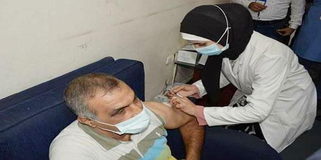 В Алеппо вакцинируют работников образовательной сферы