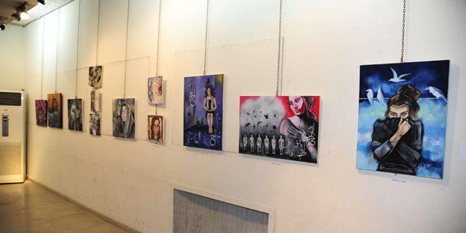 Şam ın Ebu Rummane Kültür Merkezinde kadın sanatına ışık tutan