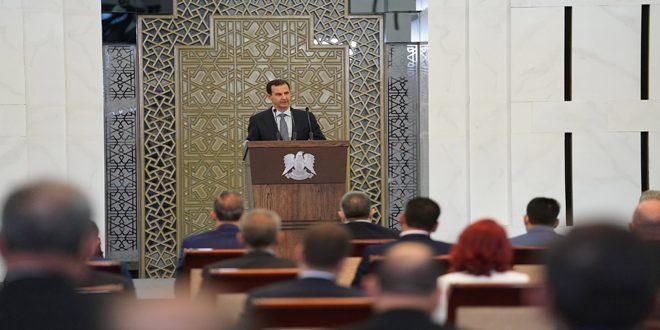 Cumhurbaşkanı Beşar el Esad üçüncü yasama döneminde seçilen Halk Meclisi üyeleri önünde konuşma yapıyor
