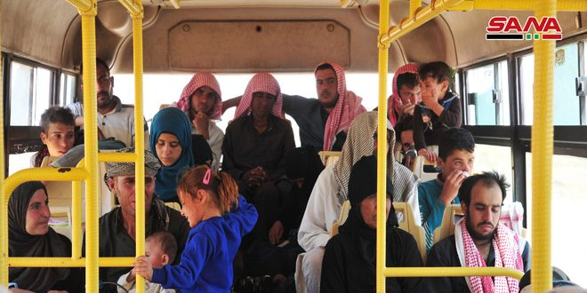 Hundreds of Syrian displaced return from Rukban camp