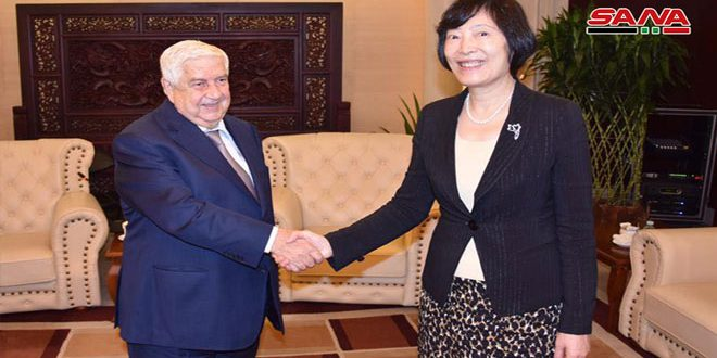 Al-Moallem continues his visit to china and meets with economy figures