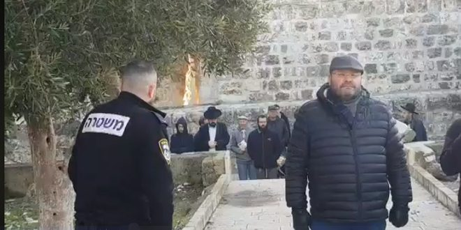 More than 200 Israeli settlers break into al-Aqsa Mosque