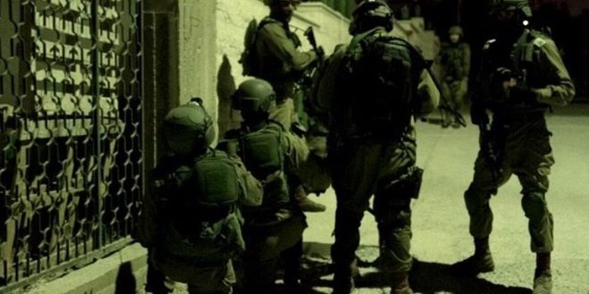 Israeli occupation forces arrest eight Palestinians in the West Bank