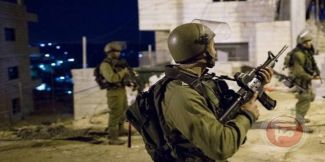 Israeli occupation forces arrest ten Palestinians in the West Bank