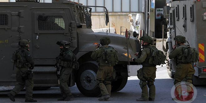 Israeli occupation forces arrest twelve Palestinians in the West Bank