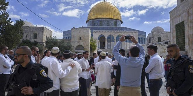 Israeli settlers storm al-Aqsa mosque under protection of occupation forces