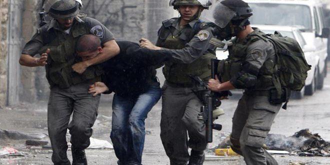 Israeli occupation troops arrest two Palestinians in Hebron