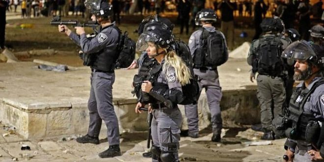 Update-Scores of Palestinians injured as occupation forces storm al-Aqsa