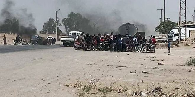 Locals in Jdid Bakkara town, Deir Ezzor countryside demonstrate against QSD practices