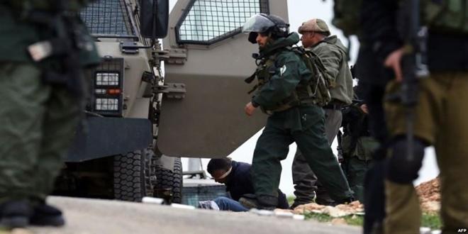 Israeli occupation troops arrest14 Palestinians in West Bank, Gaza Strip