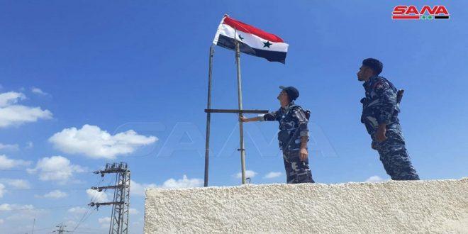 Army raises national flag over al-Mzairib town in Daraa countryside, continues settling gunmen status