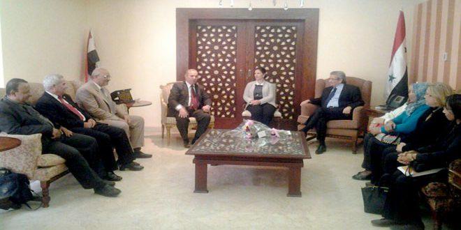 Una delegación egipcia visita la misión diplomática siria en el Cairo para expresar su solidaridad con Siria