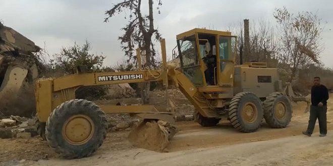 Obras de retirada de escombros en Dier Ezzor