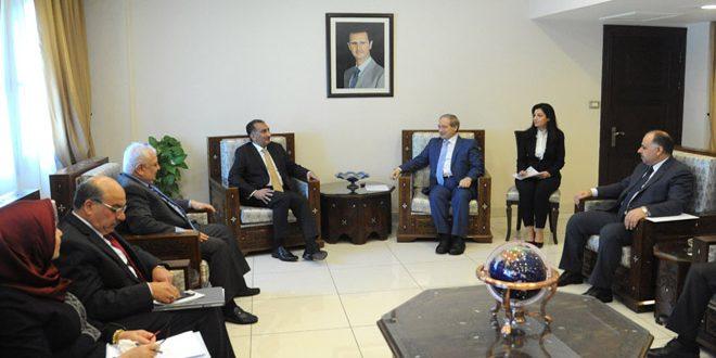 Mekdad recibe al procurador de la cancillería iraquí, Nizar Kheirala