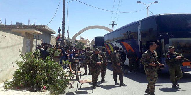 Unos 27 autobuses con cientos de terroristas de al Qalamun están listos para dirigirse hacia el norte sirio