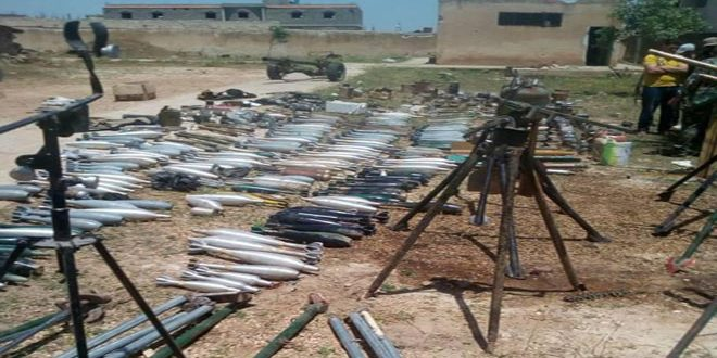 Las autoridades competentes continúan las operaciones de rastreo en el campo de Homs y hallan armas y minas