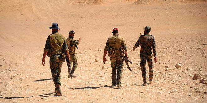 Una unidad del ejército acaba con un grupo terrorista afiliado a Daesh en la profundidad de la tierra páramo de al-Sukhna en el campo oriental de Homs