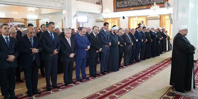Presidente Al-Assad efectúa el rezo de Eid al-Adha en la mezquita Rawda en la capital Damasco