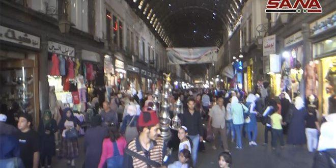 Movimiento activo en los zocos de Damasco en vísperas de Eid al-Adha