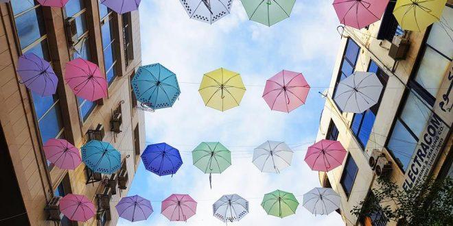 Centro en Tartous se suma a la Campaña Nacional de Detección de Cáncer de Seno con paraguas de colores
