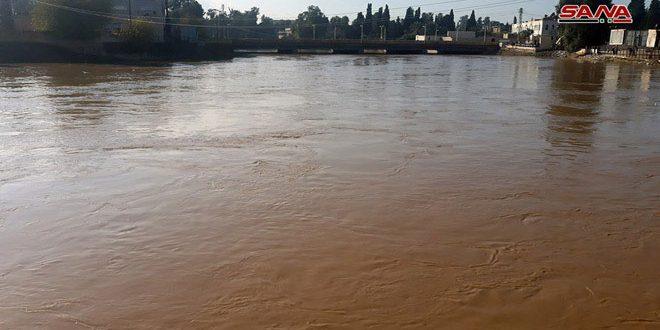 El río Khabur crece  y sumerge algunas casas en los cauces fluviales