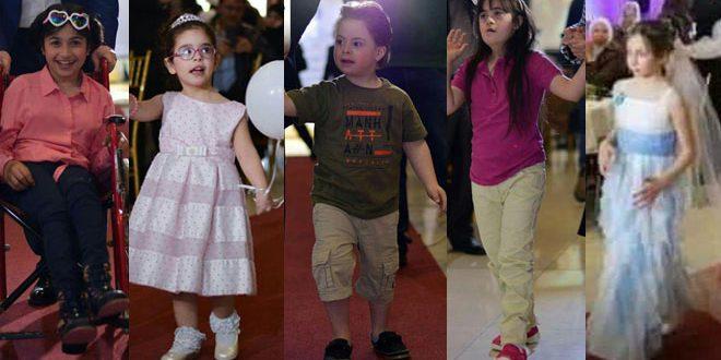 Desfile de moda para niños con motivo del Día Mundial del Síndrome de Down