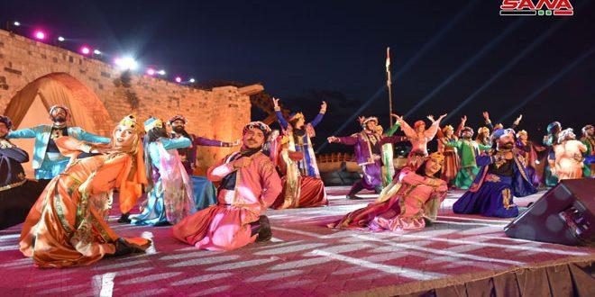 Una fiesta carnavalesca en el Festival de Primavera de Hama