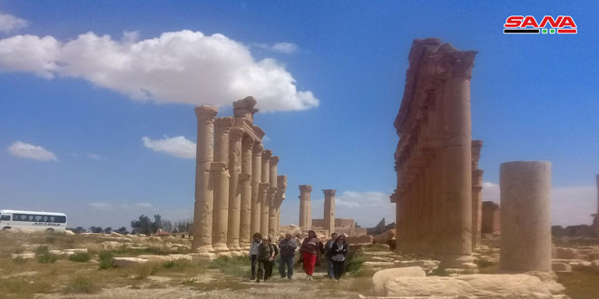 Turistas españoles visitan a Palmira, la Perla del Desierto Sirio
