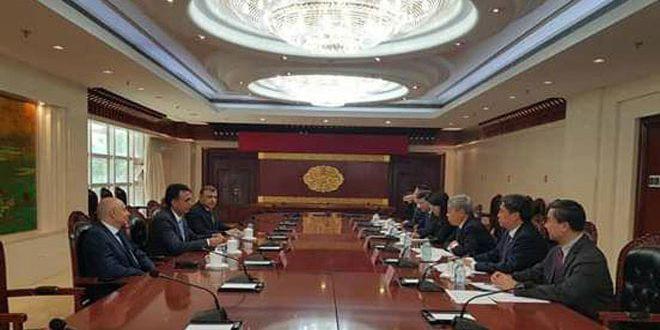 Conversaciones sirio-chinas para rehabilitar instituciones educativas afectadas por el terrorismo