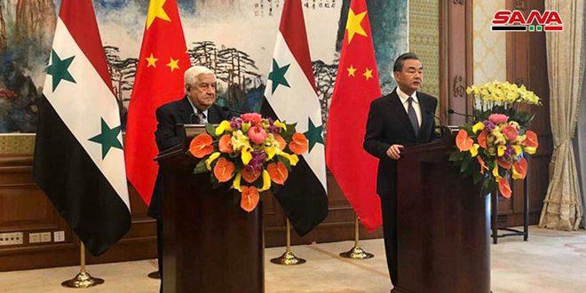 Cancilleres de Siria y China sostienen una rueda de prensa conjunta en Beijing