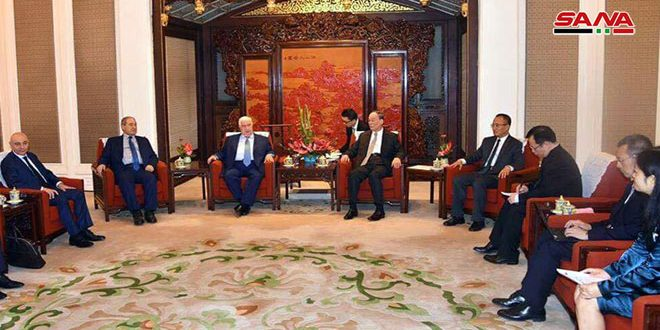 Vicepresidente chino se reúne con Al-Moallem y reitera apoyo de su país a Siria en foros internacionales