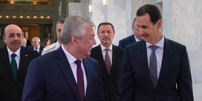 Al-Assad examina con funcionarios rusos la acción sirio-rusa conjunta para acabar con el terrorismo