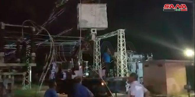 Talleres de mantenimiento trabajan en la reparación de daños en una central eléctrica (230) en Latakia