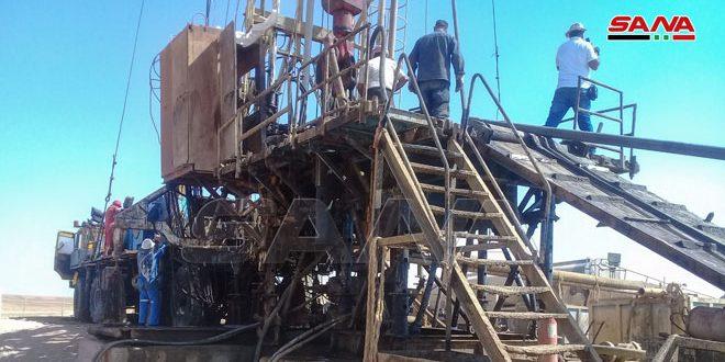 Intenso trabajo para rehabilitar los pozos de petróleo y gas en el desierto sirio