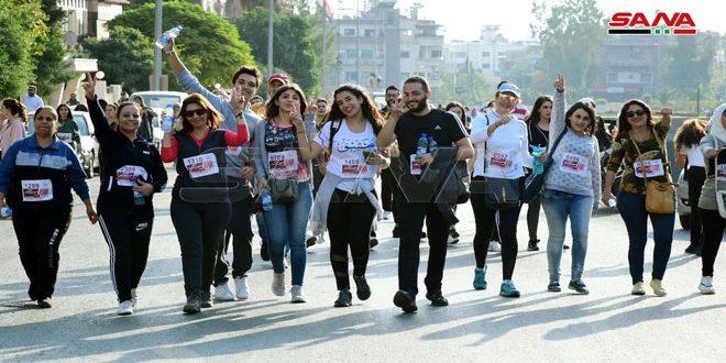 """Jóvenes participan en el maratón """"Paz por Siria"""""""