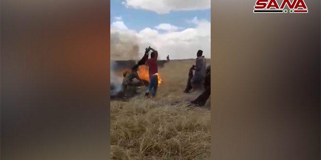 Soldados del ejército sirio ayudan a pobladores a extinguir incendios en sus trigales