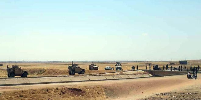 Soldados sirios bloquean el paso de un convoy del ejército de ocupación de EE.UU en Hasakeh