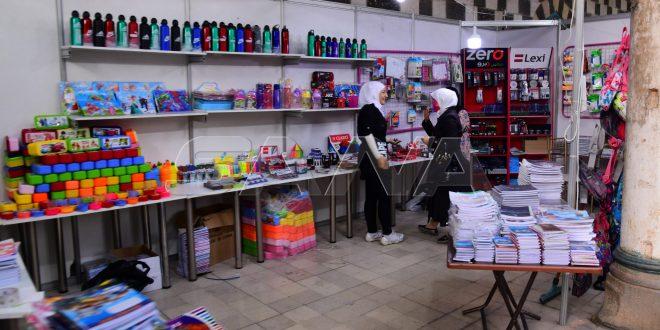 40 empresas industriales sirias ofrecen sus productos a precios asequibles en una feria organizada en Damasco
