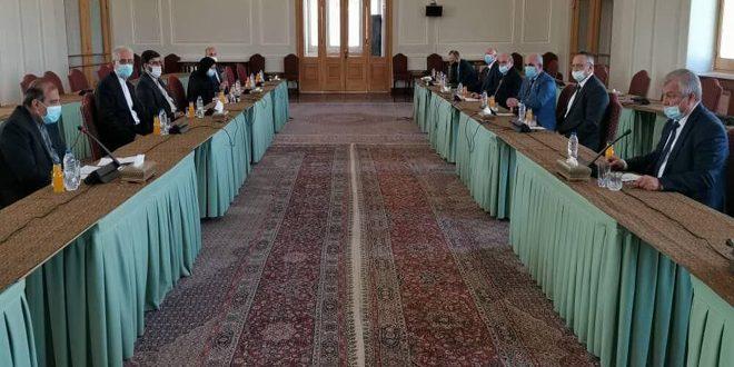 Irán y Rusia examinan desarrollo de la situación en Siria